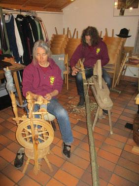 Birgit und Jochen beim Arbeiten