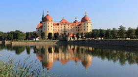 Schloss Moritzburg mit Wasserspiegelung