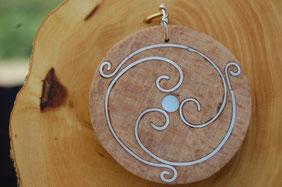 pendentif bois avec incrustation d argent,  création artisanale de Fileuse d étoiles