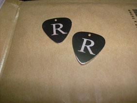 puas personalizadas, puas metalicas, puas de plata, colgante pua plata, pua guitarra,