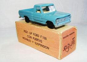 Primer modelo realizado por la empresa. Se trata de una pick up Ford F100 de 1972. (Foto propia)