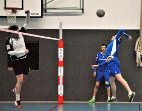 Erneut Garanten des Erfolgs waren die beiden Angreifer Markus Schweigert und Michael Krauß (im Hintergrund).