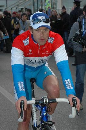 Kim Kirchen con la maglia di campione del Lussemburgo al traguardo del Trofeo Laigueglia 2005. Foto courtesy: D.Schamps.