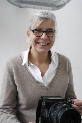 Jost Galle fotografierte 2008 Birgitta Thaysen bei der Exkursion zum Turm in der Eifel des Architekten Peter Zumthor