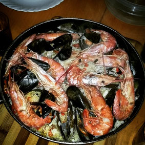 Such a yummy 'coming back dinner'. I guess it was the best paella I ever had! Claro it was influenced by Chilenio cocina :-)