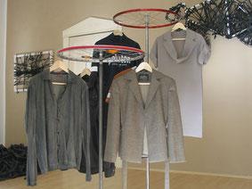 Garderoben- und Präsentationsständer aus der Berliner Manufaktur für Upcyclingprodukte Stef Fauser Design.