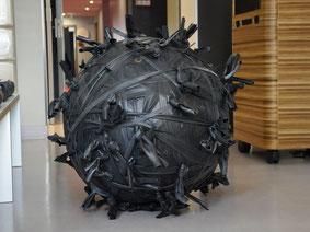 Dekoratives Sitzobjekt Ballinger aus Fahrradschlauch von Stef Fauser Design Berlin