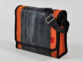 Stellvertretend für die Taschen aus Fahrradschlauch und anderen Materialien von Stef Fauser Design Berlin ist hier das Modell Towninger orange zu sehen. Foto: Stef Fauser