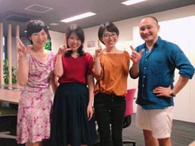 2017年7月7日より活動中の松尾彩音さん(中央右)と、2018年7月7日より活動を開始した中村 茉由さん(中央左)との1枚。共に成長し合える仲間との出逢いに感謝!