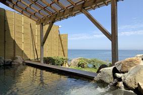 玄海の夕映えが一望できる露天風呂