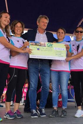Remise de 2000€ à la ligue contre le cancer - Oléronaise - course pour la lutte contre les cancers féminin - Oléron