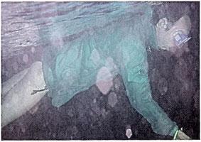 """das """"grüne Schnorchelmonster"""" beim Nachtschnorcheln auf den Malediven 2002"""