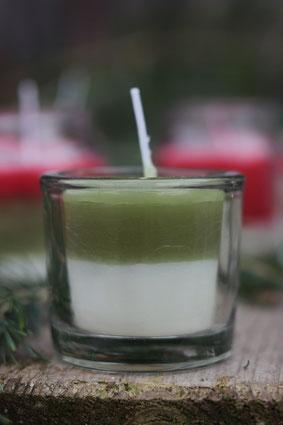 grün weiße Duftkerze im Glas