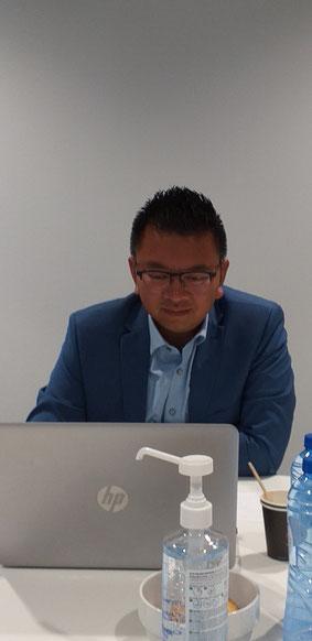 José van der Tak in actie tijdens de raadsvergadering