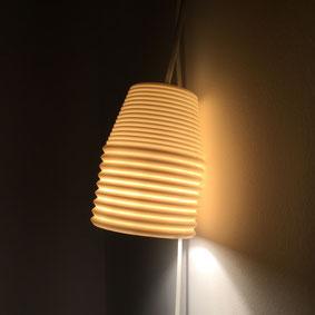 Luminaire en suspension ou baladeuse. Porcelaine translucide. atelier brigitte morel céramiste Paris
