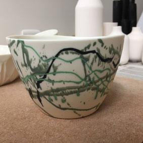Grand bol au décor jeté. Porcelaine. Atelier de céramique Brigitte Morel Paris