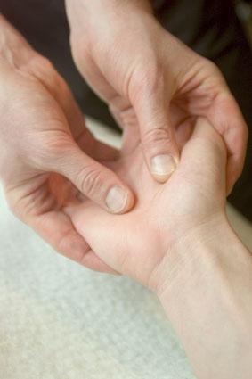 Mit Massagetechniken zur Achtsamkeit | Heike Meixner
