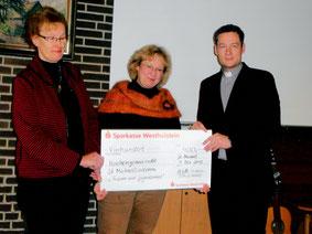 Margrit Schrader, Doris Lorenz, Pastor Felipe Axt (v.li.)