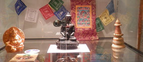 Buddha Miniatur-Figuren aus dem Museum gestohlen.