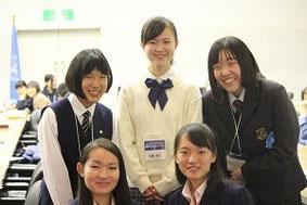 前列、左が平井さん、右が弓長さん。後列、左から、東さん、佐藤さん、設楽さん。