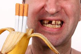 Rauchen macht die Zähne hässlich ( © v.gi  - Depositphotos )