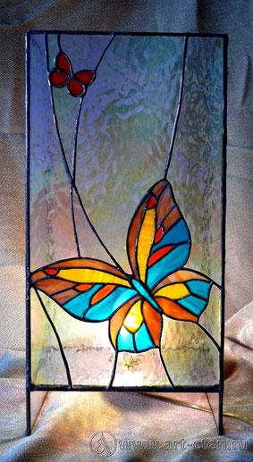 """Витражный светильник """"Бабочки""""."""