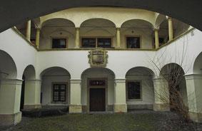 Sopron/Ödenburg - Haus der Gräfin Eggenberg. Im Arkadenhof feierten die Evangelischen von 1674-1676 ihre Gottesdienste. Die Kanzel dieses Gottesdienstortes ist noch erhalten.