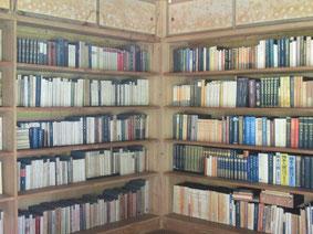 辰夫の指示通りに奥様が並べたという書庫内部