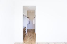 walk-in closet (2F)