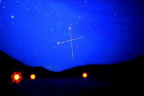 西表島西部地区から見た南十字星=4日早朝2時30分頃、白浜港(川口ひろしさん提供写真)