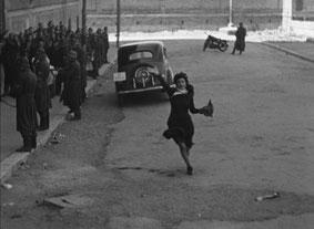 Anna Magnani in una nota scena di Roma Città Aperta di Rossellini
