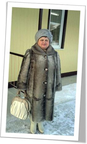 Люба Степанова, одна из моих «духовных» детей, на фоне Зала Царства, который строили только «достойные»!