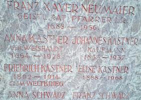 Namenstafel am Grab Kastner/Weishaupt
