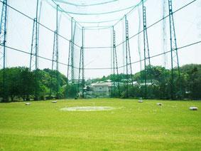 100ヤードの天然芝の練習場