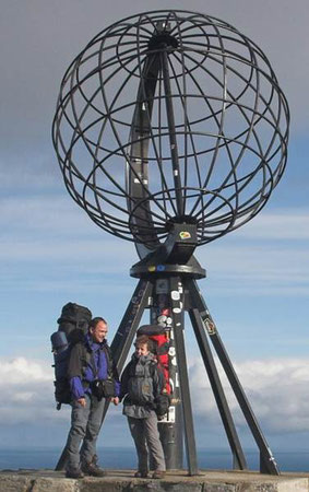 Foto: Förster, das Ehepaar Förster an dem Nordkap angekommen