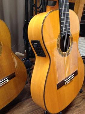 フラメンコギターにFishmanのブレンド型ピックアップを装着