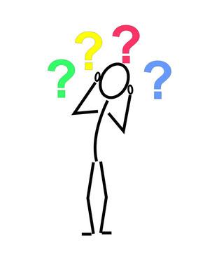 Zeichnung eines Menschen, der viele Fragen hat (Fragezeichen)