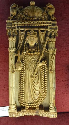 Rekto-Seite eines Diptychons, 6. Jahrhundert, Elfenbein, Kaiserin Ariadne (?). Bargello, Florenz. Foto: Nina Möller