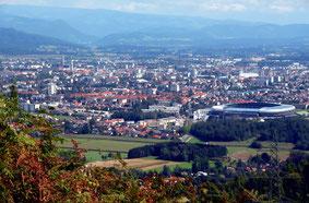 """""""Klagenfurt vom Schrottbauer gesehen 09092008 63"""" von Johann Jaritz - Eigenes Werk. Lizenziert unter CC BY-SA 3.0 über Wikimedia Commons - http://commons.wikimedia.org/wiki/File:Klagenfurt_vom_Schrottbauer_gesehen_09092008_63.jpg#/media/File:Klagenfurt_vo"""