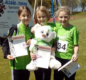 Joelyn, Johanna und Ronja, glücklich nach der Siegerehrung