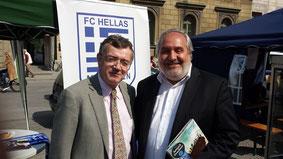 Ο Υφυπουργός Εξωτερικών (Απόδημου Ελληνισμού) κ.Ακης Γεροντόπουλος με τον Νομ. Σύμβουλο της ελλην.Πολιτείας Γιώργο Βλαχόπουλο στην Γιορτή της Ελληνοβαυαρικής Ημέρας 2013 (Odeonsplatz)