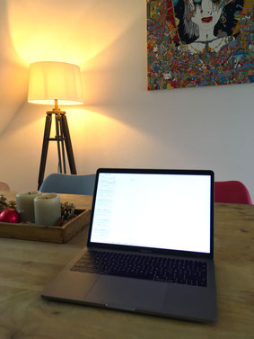 MacBookPro auf Holztisch