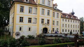Schloss Köfering, Brücke und Portal