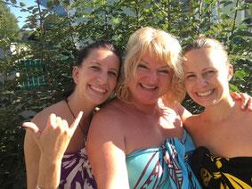 Noelani Marion Naone und ihre langjährigen Schülerinnen und Assistentinnen