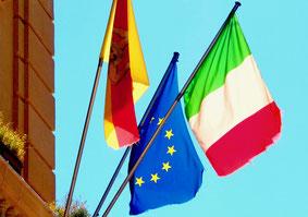 die Flaggen von Monti, Europa und Italien