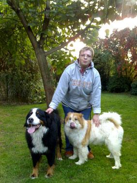 Claudia mit Pflegehunden