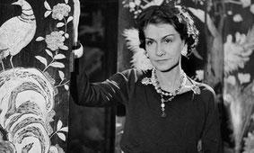 Coco Chanel, Soleil carré à Pluton.