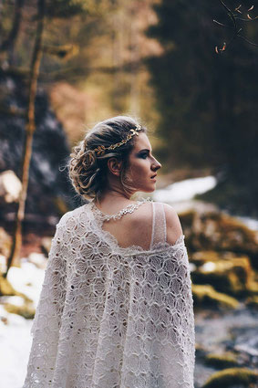 emmanuelle-gervy-mariage-hiver-robe-longue-cape-manteau-champetre-montagne