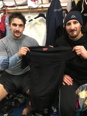 Florian Stern und Stefan Pittl freuten sich sehr über das T-Shirt.
