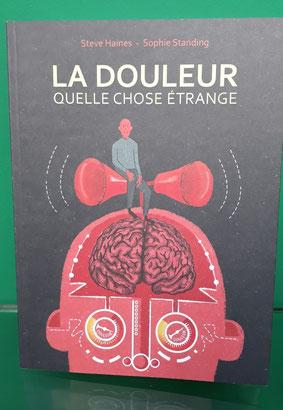"""couverture livre """"La douleur, quelle chose étrange"""" représentant un cerveau réglé sur la douleur s'éxprimant par mégaphones"""